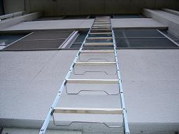 折りたたみ式避難はしご